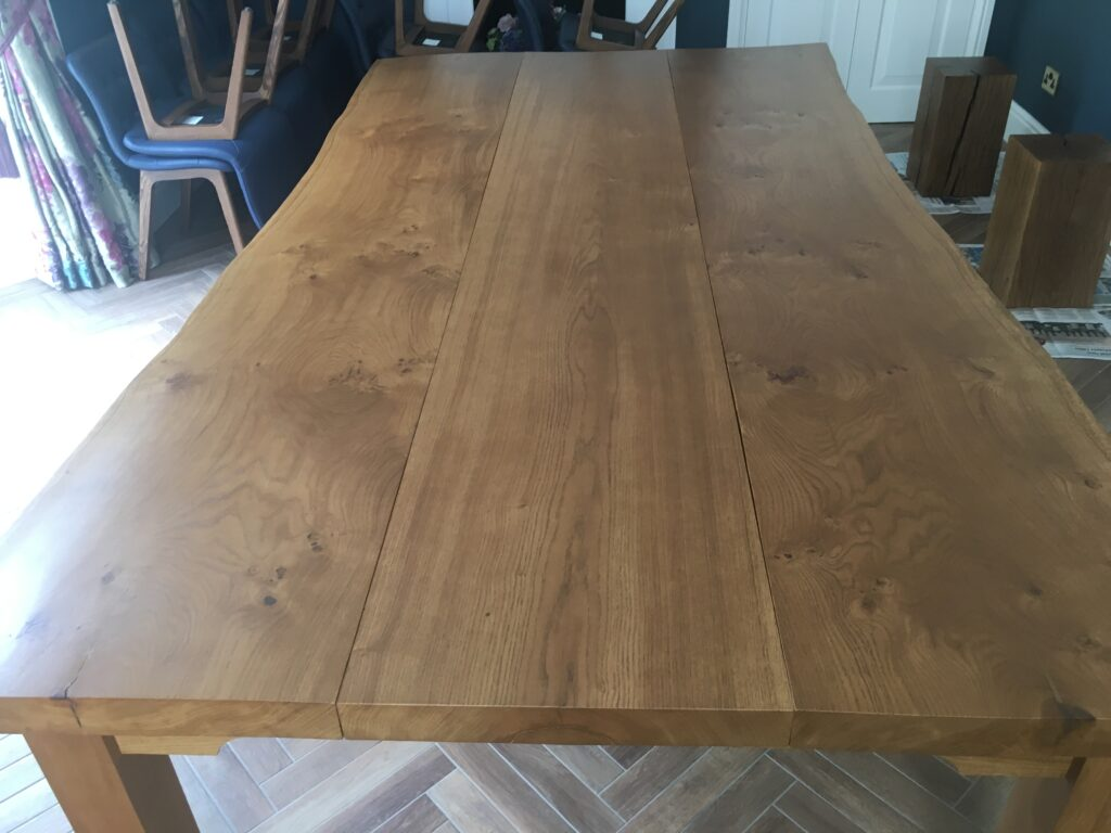 closed-oak-table-gaps